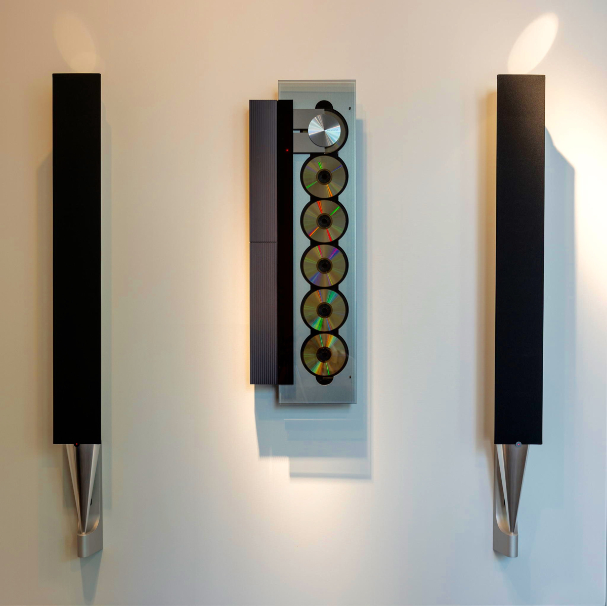 BeoLab 8002 Wall Mounted